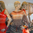 Boutique with mannequins in fashionable female white clothes — Foto Stock