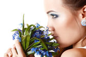 Teen girl smell fragrance of flowers — Stockfoto