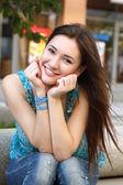 Mooie jonge brunette meisje — Stockfoto