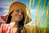 Young woman with sun hat — Stock Photo
