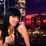 bir bardak şampanya tutan kız — Stok fotoğraf