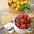 Cherry tomatoes, garlic and spaghetti — Stock Photo #30965717