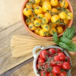 Cherry tomatoes and spaghetti — Stock Photo #30965741
