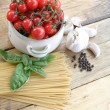 Cherry tomatoes, garlic and spaghetti — Stock Photo #30965763