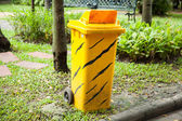 Pojemniki żółte. — Zdjęcie stockowe