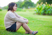 Portrait Asian woman sitting in the park. — Stock Photo