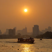 Boat traffic on the river, Bangkok city. — Stock Photo