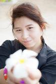 Asian women black shirt. Holding white flower. — Foto de Stock