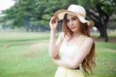Woman wearing a hat at the park. — Stock Photo