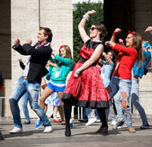MOSCOW - SEPTEMBER 1, 2012: in retro dress dance on street — Stock fotografie