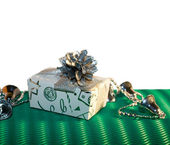 Box with cone and garland on gree background — Stock Photo
