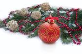 Bola navidad roja y peluca de abeto — Foto de Stock