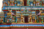 Gopuram with statues of hindu gods in Negombo, Sri Lanka — Stock Photo