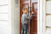 Boy knocking door — Stock Photo
