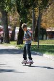 Mladý americký skateboardista — Stock fotografie