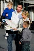 Famiglia in città — Foto Stock