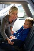 Mother fastening son's seatbelt — Stockfoto