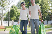 Young couple with reusable bags — Foto de Stock