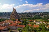 Ancient Chapelle Saint Michel de Aiguilhe standing at a very steep volcanic needle (Le Puy en Velay, France) — Stock Photo