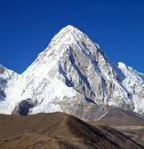 在尼泊尔喜马拉雅山 pumori — 图库照片