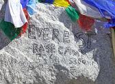 Everest dağı'nın temel kamp işareti, nepal — Stok fotoğraf