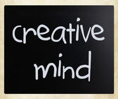 """Creative mind"" handwritten with white chalk on a blackboard — Foto de Stock"