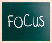"The word ""Focus"" handwritten with white chalk on a blackboard — Stock Photo"