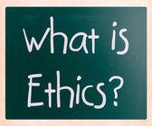 何か倫理」が黒板に白いチョークで手書き — ストック写真
