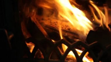 The dying embers in the fireplace — Stock Video