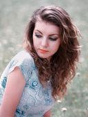 Jovem mulher ao ar livre — Fotografia Stock