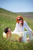 Młoda para odkryty — Zdjęcie stockowe
