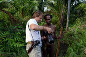 The photographer and Papuan  — Zdjęcie stockowe