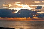 Sunset behind massive clouds — ストック写真