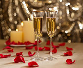 Gold glitter Wedding reception setting with champagne — Stock Photo