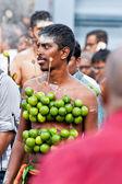 Anhänger bei der jährlichen thaipusam processionin singapur editoria — Stockfoto