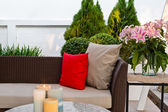 Outdoor patio seating area — Stockfoto