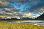 закат над вермильон озер, национальный парк банф — Стоковое фото