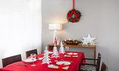 Christmas dinner table setup — Foto de Stock