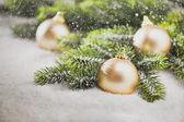 рождественская елка игрушки с елки ветви — Стоковое фото