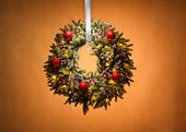 Advent wreath over beige background — Zdjęcie stockowe