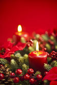 Advent wreath over red background — 图库照片