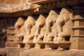слоны барельеф, храм в каджурахо, индия — Стоковое фото