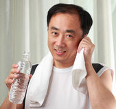 Asian man in gym — Stock Photo