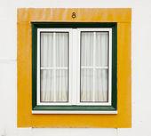 Gröna och gula fönster — Stockfoto