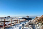 Fenced walk to ballybunion castle in winter snow — Stockfoto