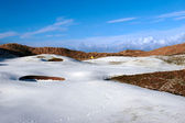 Snowy covered links golf course with yellow flag — Stock Photo