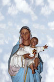 Statue of the virgin mary holding jesus christ — Stock Photo