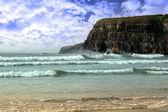 Surfaři poblíž útesů — Stock fotografie