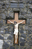 Crusifix of jesus bleeding on wood cross — Stock Photo
