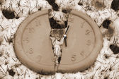 Broken clock face in the snow in sepia — Foto Stock